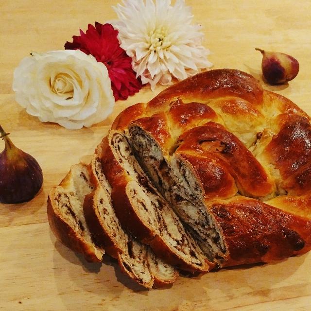 baked pumpkin spice swirl challah bread